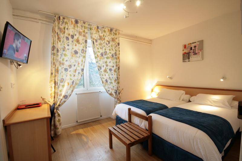 hotel restaurant logis capdenac aveyron 8 km de figeac lot. Black Bedroom Furniture Sets. Home Design Ideas